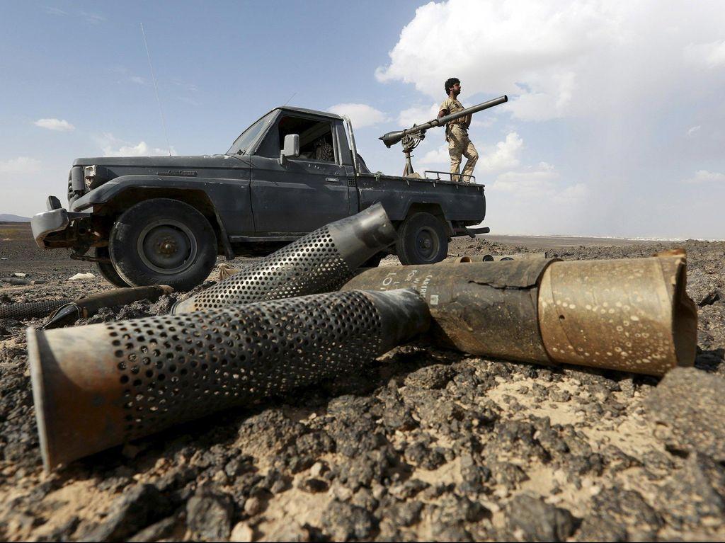 8 Orang Tewas Akibat Serangan Houthi di Pelabuhan Yaman