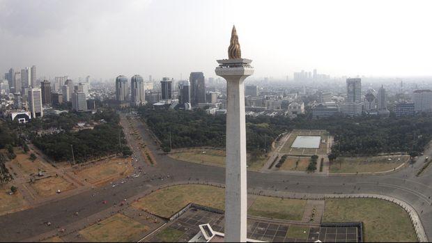 Foto aerial Monumen Nasional atau yang populer disingkat dengan Monas atau Tugu Monas di Jakarta Pusat, Selasa (2/6). Berdasarkan riset Urban Land Institute yang merangkum 400 responden antara lain investor dan bankir se-Asia, Jakarta menduduki peringkat kedua setelah Tokyo, Jepang, sebagai