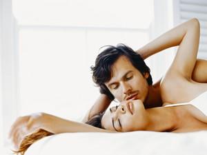 Survei: Cinta Tak Kenal Usia, Tapi Urusan Ranjang Bisa Berbeda