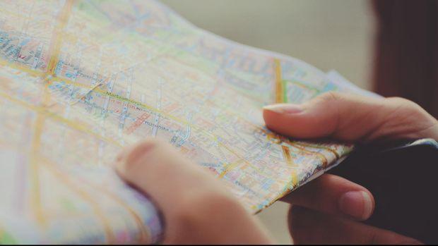 Ilustrasi Membaca Peta