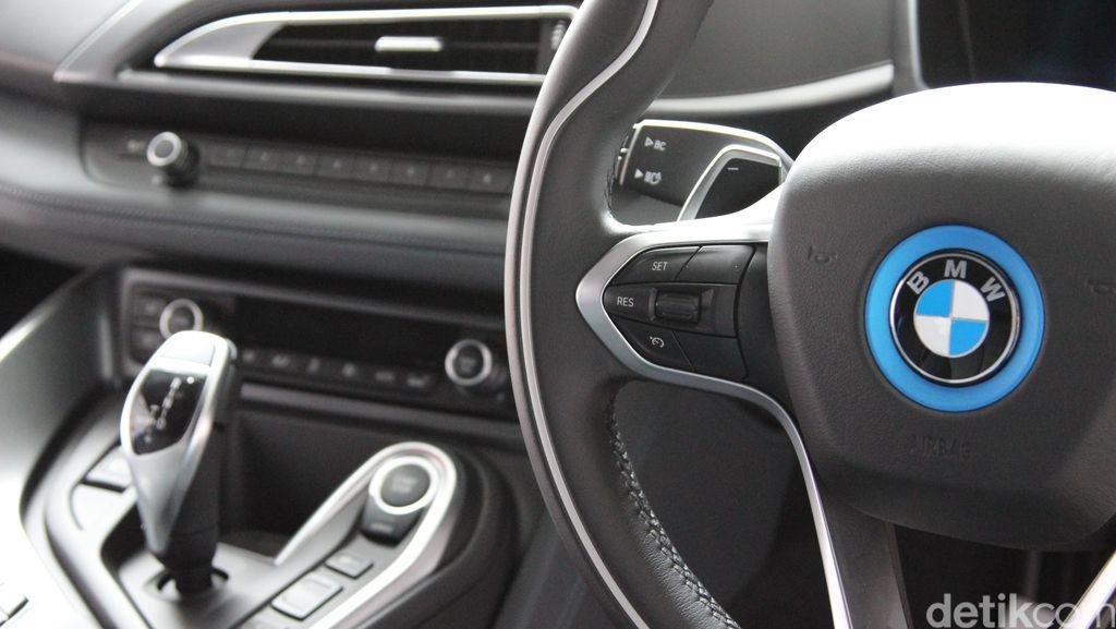 Kurang dari 100 Detik, 4 Mobil Mewah BMW Digondol Maling