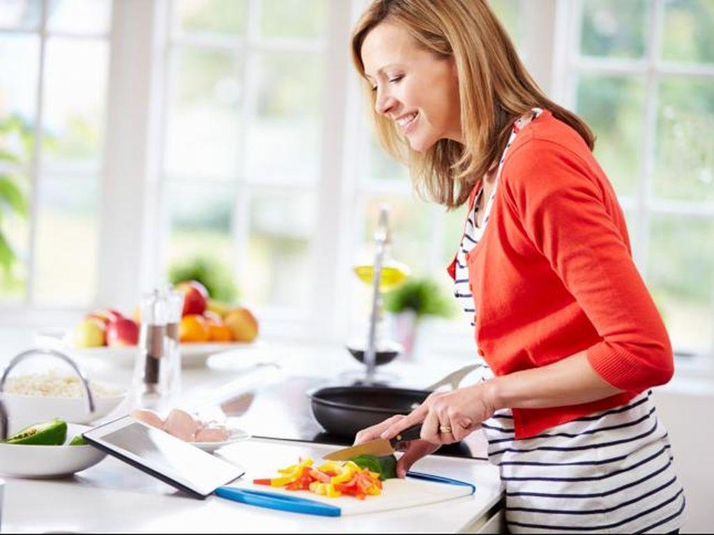 Hindari Keracunan Makanan, Yuk Cuci Tangan Sebelum Masak!
