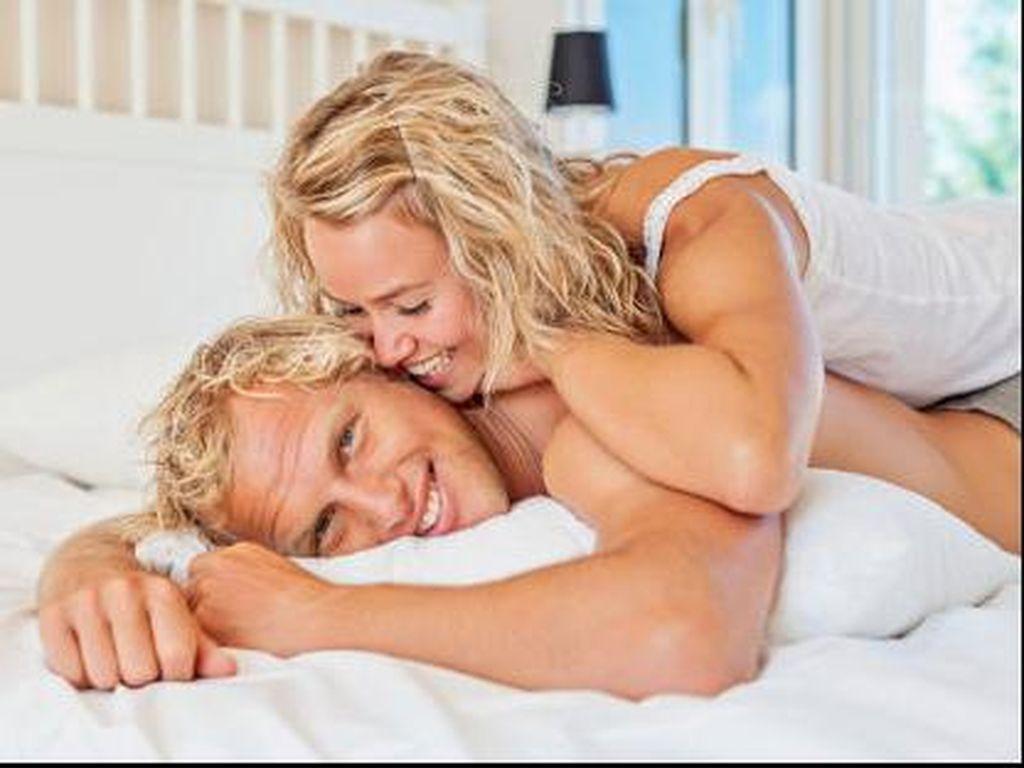 Tak Melulu Soal Seks, Ini 3 Hal yang Bikin Wanita Bergairah Saat Lihat Pria