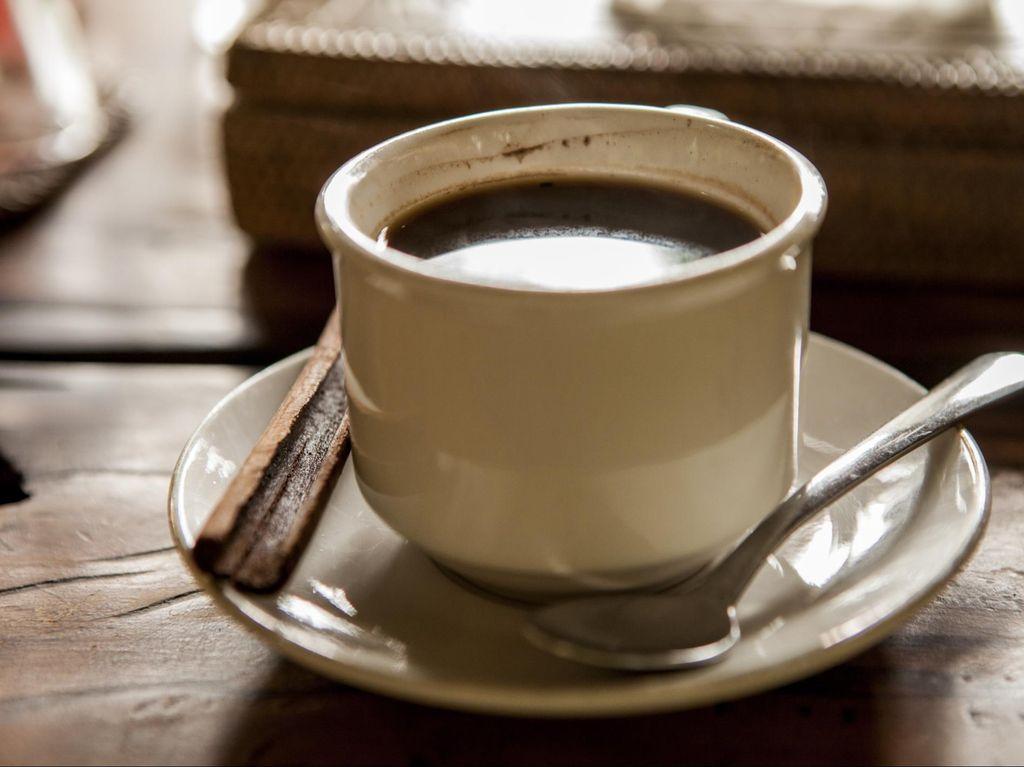 4 Cara Aman Minum Kopi di Pagi Hari, Bisa Cegah Asam Lambung Naik