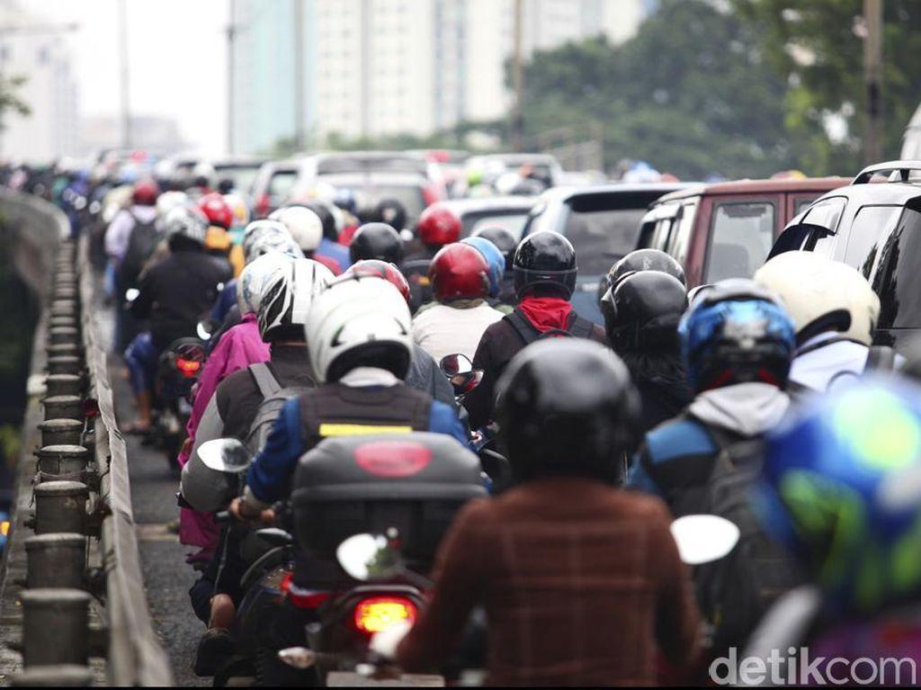Truk Tangki BBM Mogok, Tutup Jalan dan Bikin Macet Jl Raya Bogor