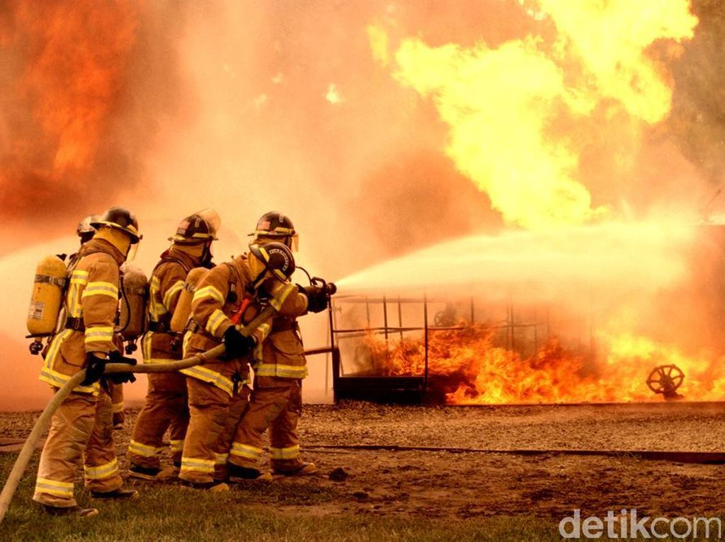 Gudang Panti di Cengkareng Terbakar