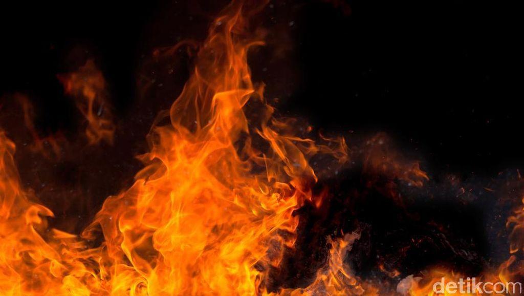 Ada Kebakaran di Area SPBU Jatiwaringin Bekasi