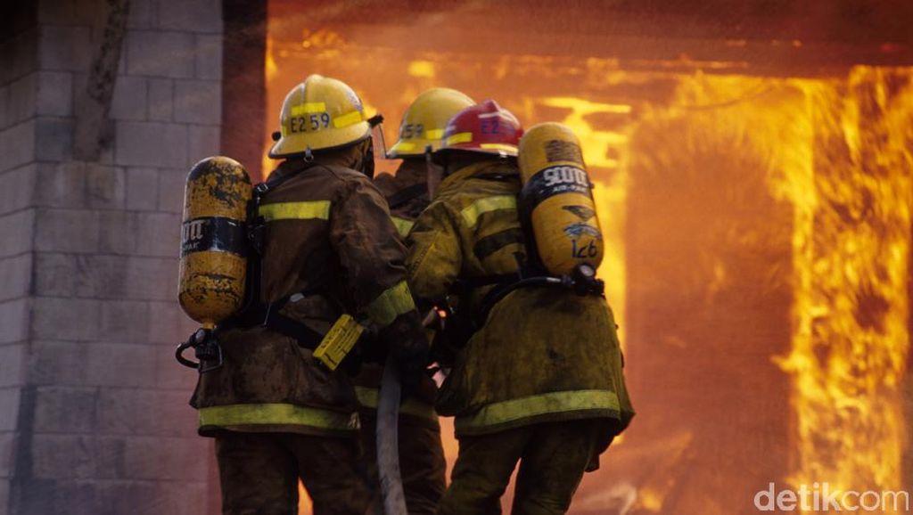Api yang Bakar Kios di Pasar Inpres Senen Berhasil Dipadamkan