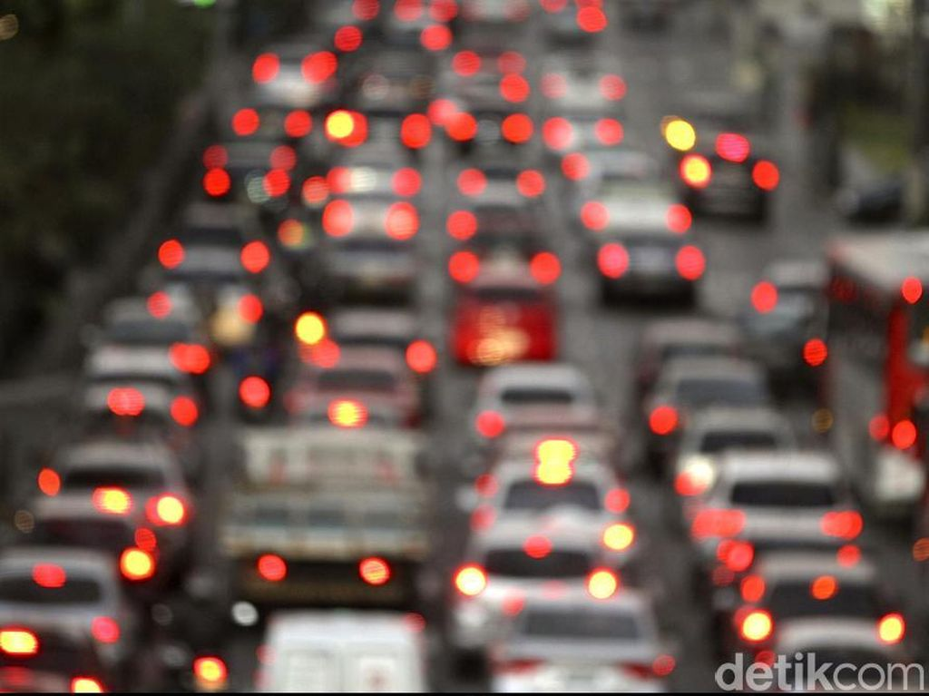Ada Kecelakaan, Tol Jakarta arah Cikampek Padat 9 Km