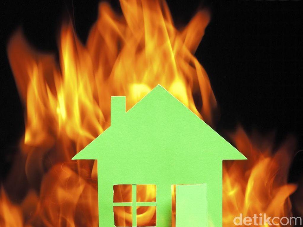 Kebakaran Rumah di Tebet, 6 Unit Damkar Dikerahkan