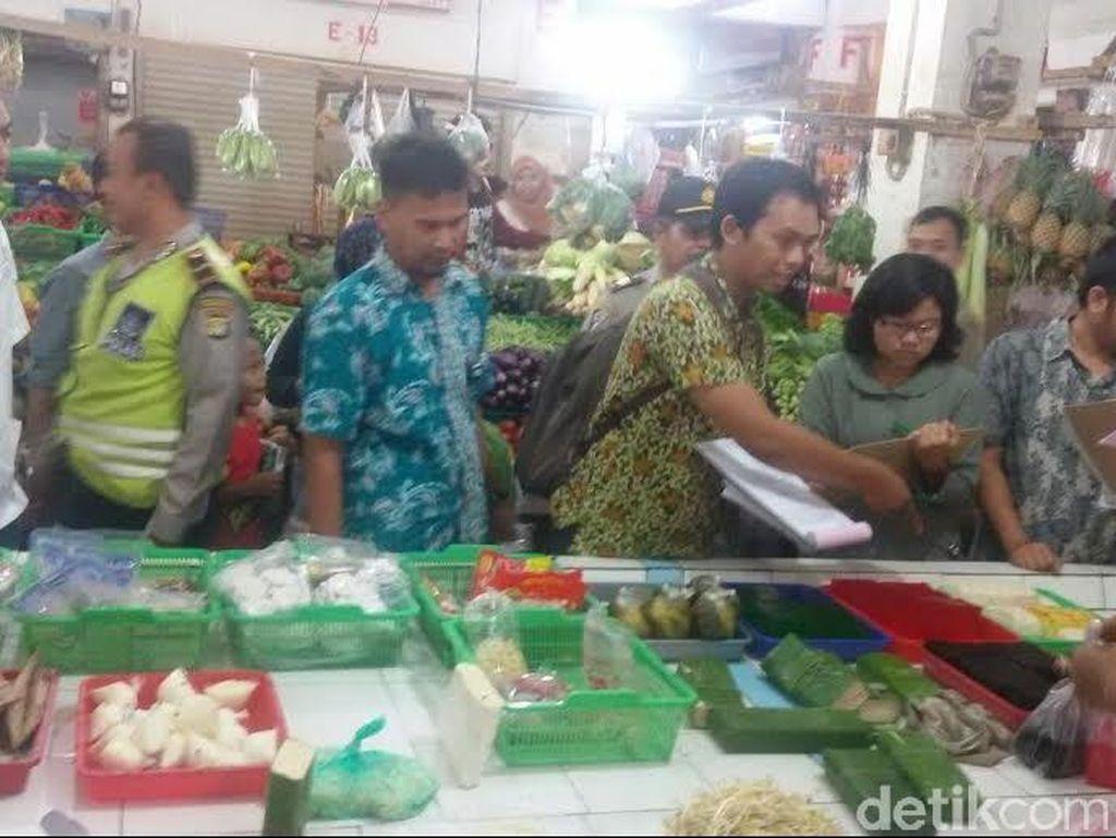 Petugas Temukan Pacar Cina Mengandung Pewarna Tekstil di Pasar Kelapa Dua