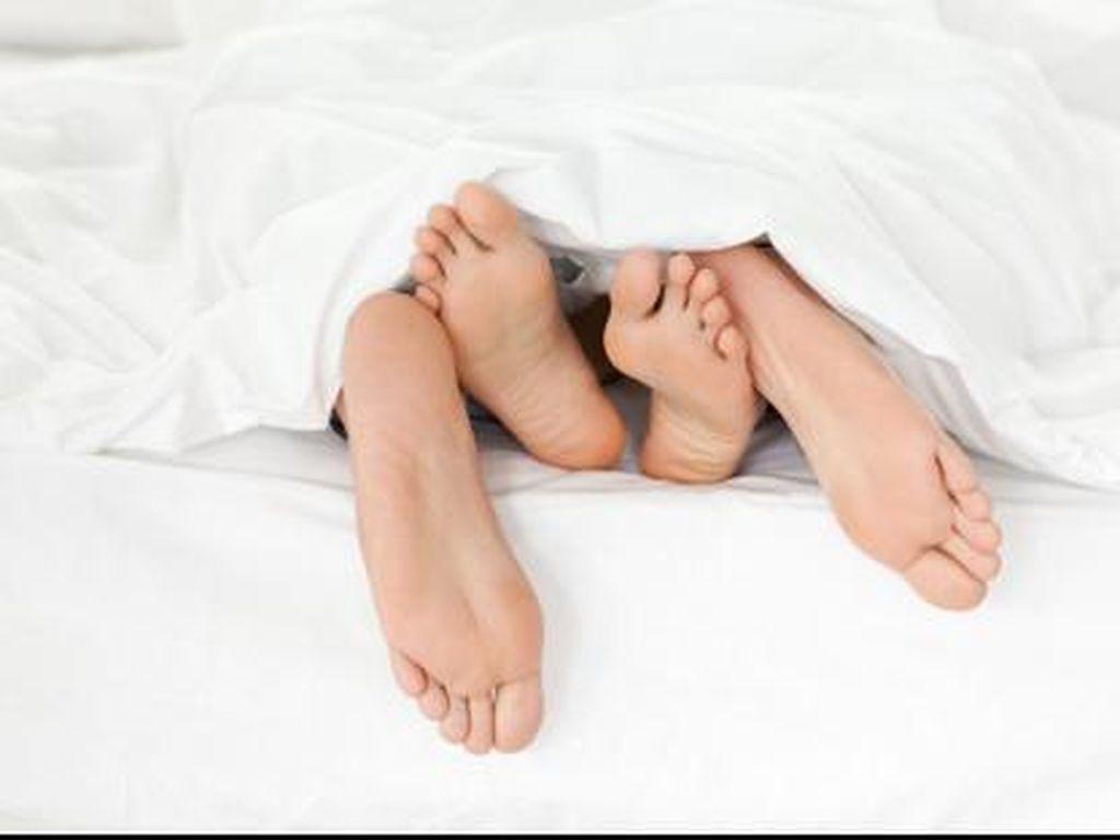 5 Posisi Bercinta yang Bisa Menghilangkan Stres