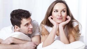 Pasangan Ogah-ogahan Diajak Bercinta? Mungkin Dia Lelah
