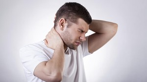 Penyebab Leher Terasa Nyeri
