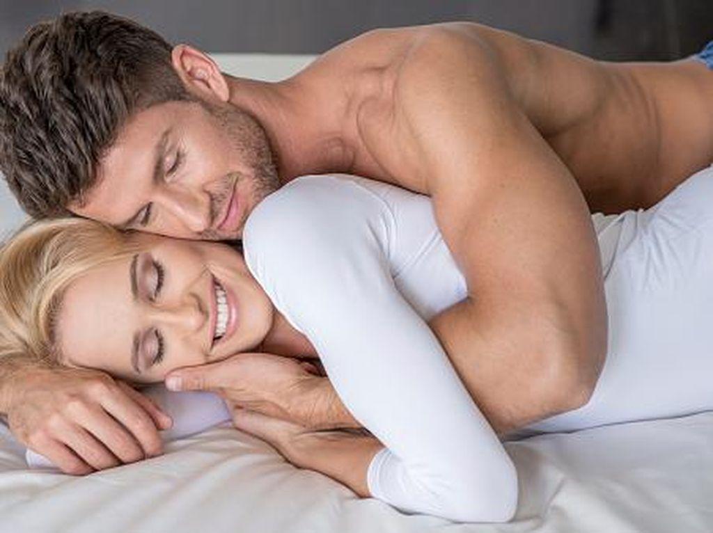 3 Posisi Bercinta yang Buat Quickie Sex Lebih Menggairahkan