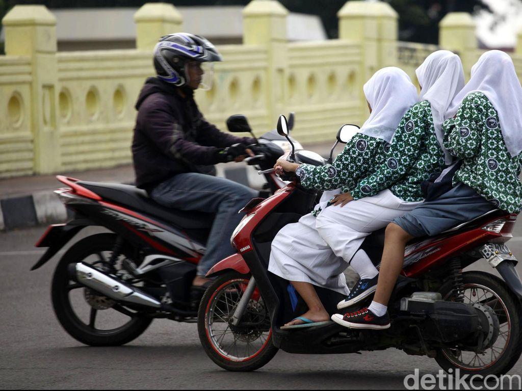 Tidak Beri Tilang, Polantas di Riau Ajak Pelanggar Lalin Doa Bersama