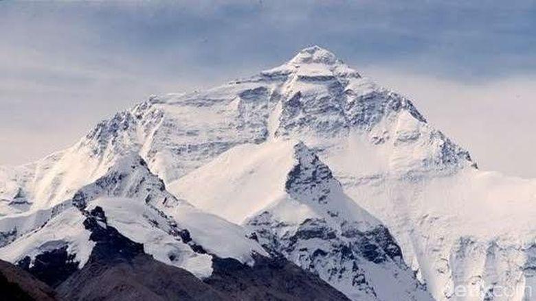 BMKG Khawatirkan Puncak Es di Gunung Jayawijaya Meleleh Tahun 2020