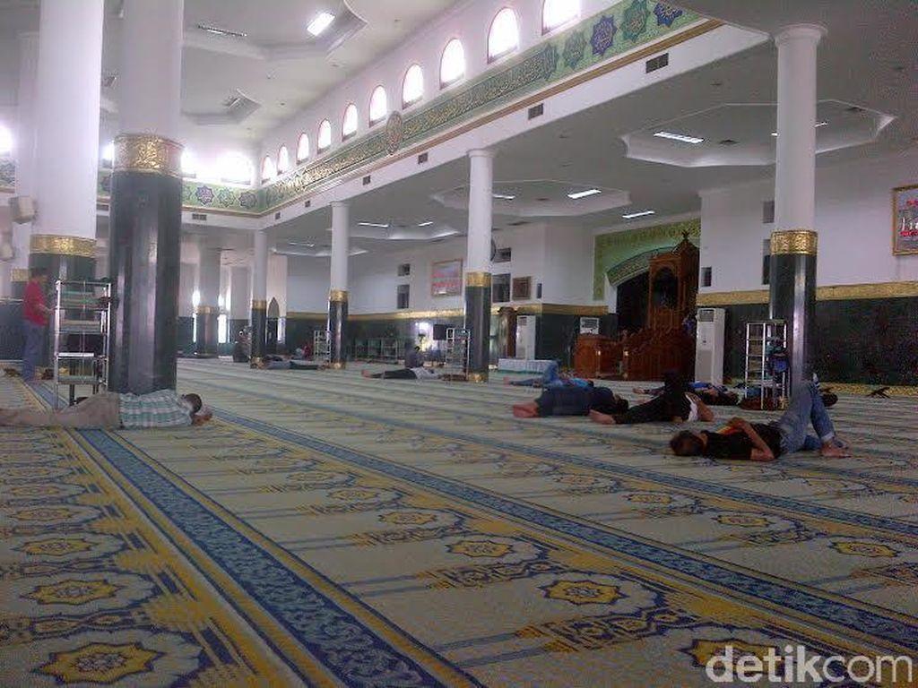 Pandemi Corona, Masjid Agung Annur Riau Tiadakan Salat Berjemaah