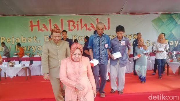 Walikota Surabaya Tri Rismaharini behalal bi halal di Balai Kota, 2017