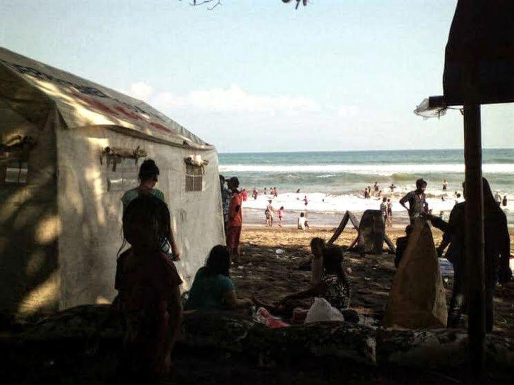 Dramatis! Aksi Penyelamatan Wisatawan Terseret Ombak