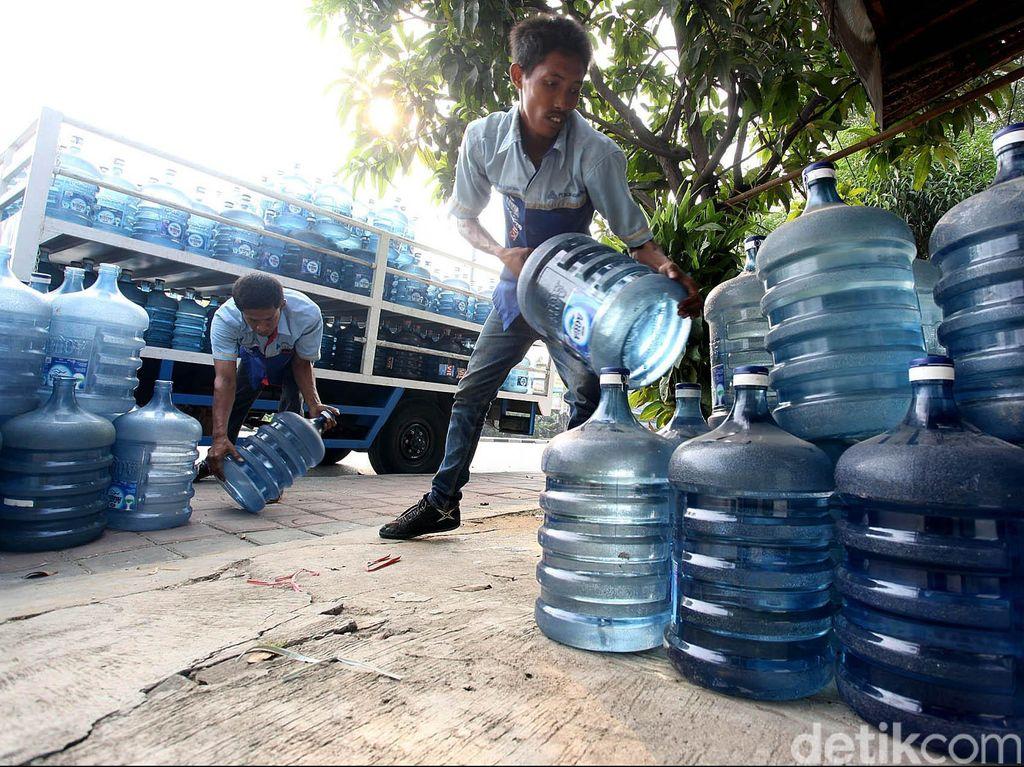 Banjir Surut, Pabrik Aqua di Sukabumi Mulai Bersih-bersih