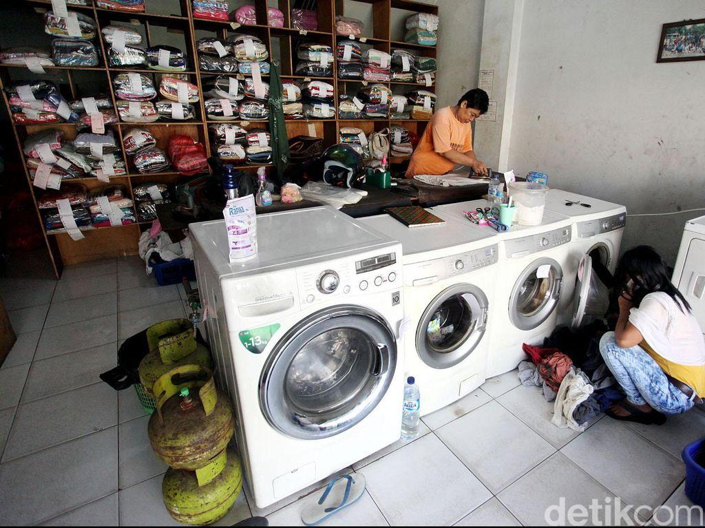 Bisnis Laundry Baju dan Sepatu Banjir Order di Musim Hujan