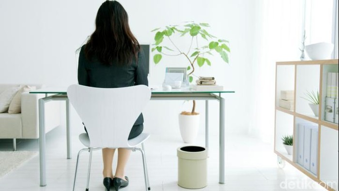Duduk seharian menyebabkan fisik jadi kurang aktif (Foto: Thinkstock)