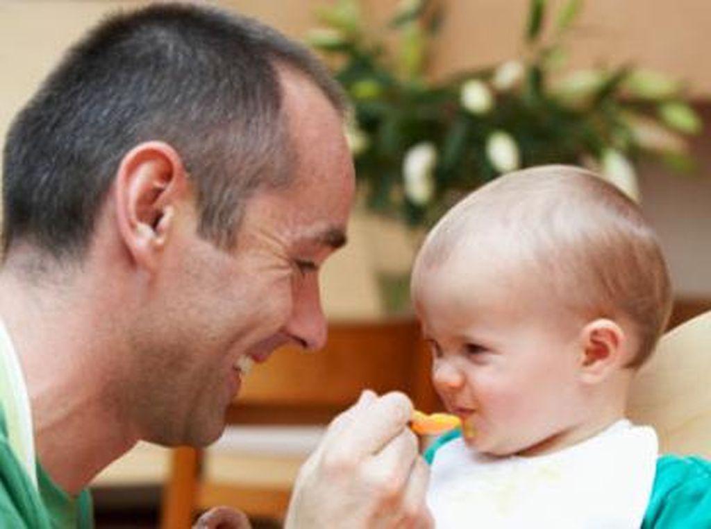 Bayi di Bawah 6 Bulan Makan Nasi Katanya Aman-aman Saja, Masa Sih?
