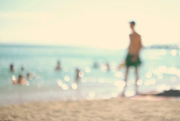 Habiskan waktu sekitar 15 menit di bawah sinar matahari. Habiskan waktu sekitar 15 menit di matahari akan membantu kamu mendapatkan vitamin D tanpa risiko terkena kanker kulit. Foto: thinkstock
