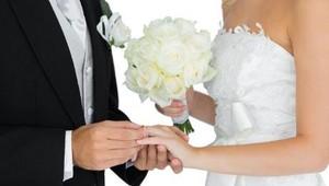 Diduga Sakit Hati, Melisa Siram Gaun Pitaloka di Pesta Pernikahan