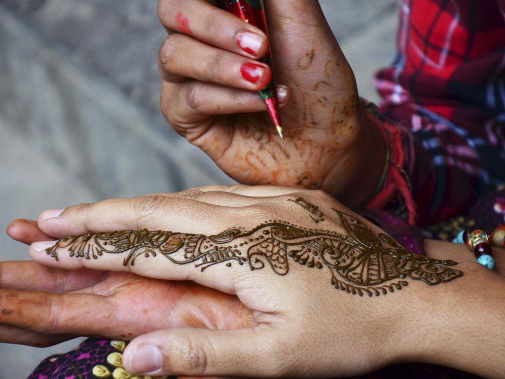 Gara-gara Tato Henna, Wajah Pemuda Ini Mengalami Luka Parah
