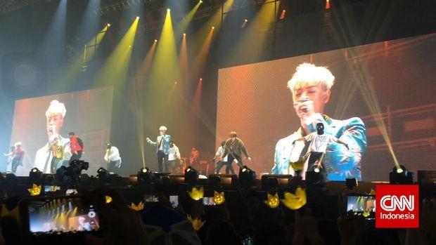 BIGBANG saat konser di Indonesia.