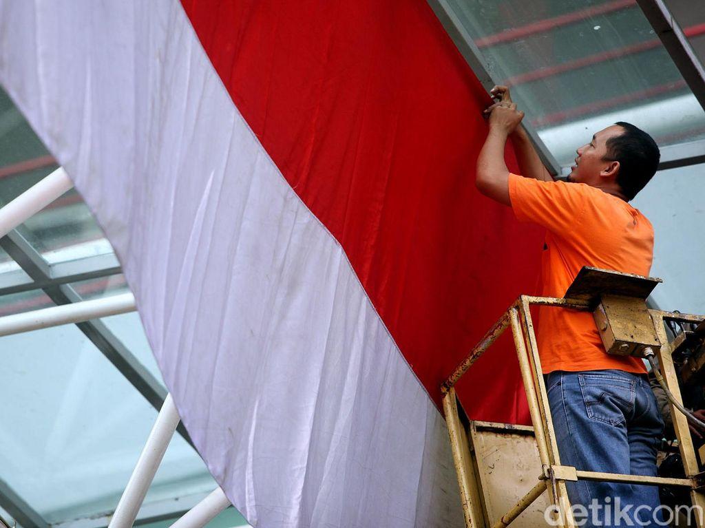Sempat Diperiksa Polisi, WN Rusia yang Tarik Bendera RI Diserahkan ke Imigrasi