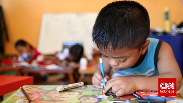 7 Cara Membantu Anak Fokus saat Belajar di Rumah