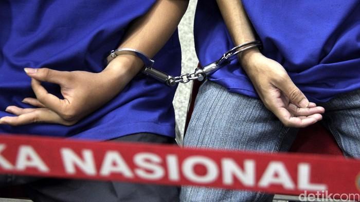 Badan Narkotika Nasional (BNN) kembali membongkar dua jaringan peredaran gelap narkoba yang digawangi oleh sindikat internasional asal Nigeria, Jumat (7/8/2015). Kedua kasus tersebut melibatkan wanita sebagai kurir narkotika. Dari operasi tersebut BNN berhasil mengamankan 6.642 gram sabu dan salah satunya adalah penghuni Lapas Salemba. Rachman Haryanto/detikcom.