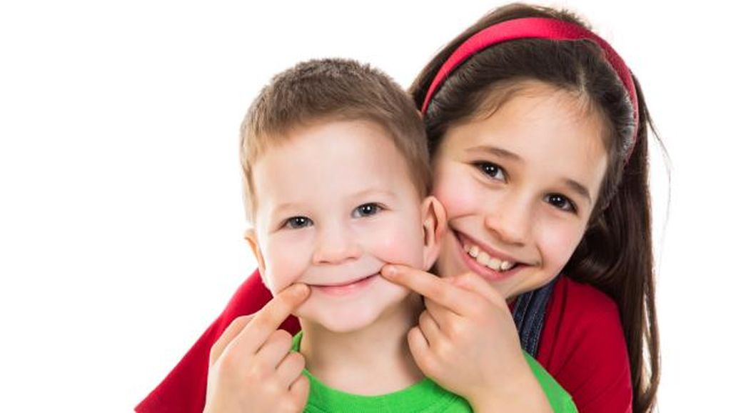 Ayah dan Ibu Hendak Beri Anak Sesuatu, Haruskah di Momen Tertentu Saja?