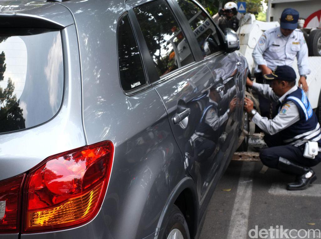 Beli Mobil Harus Sertakan Surat Keterangan Punya Garasi, Setuju?