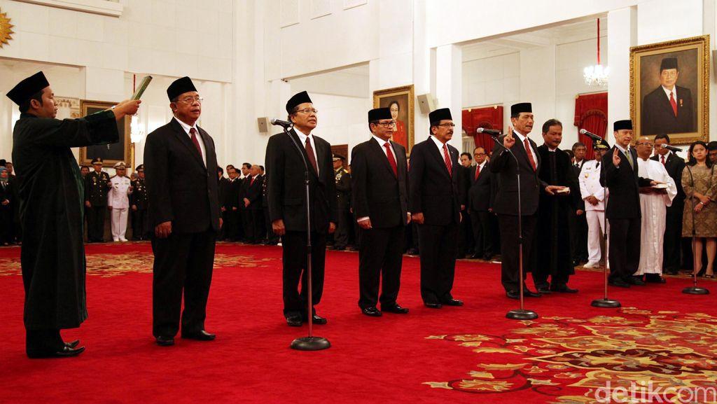 Luhut Singa Jinak di Pelukan Jokowi