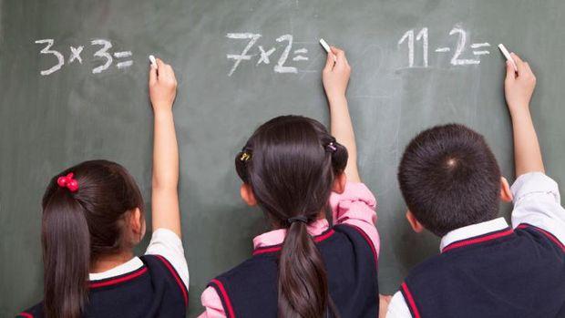 Ilustrasi grafik klip untuk pantau perilaku anak di sekolah