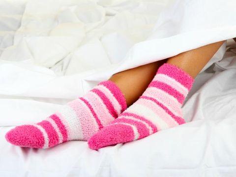 Kaus kaki biasa bisa dibuat anti-slip sendiri/