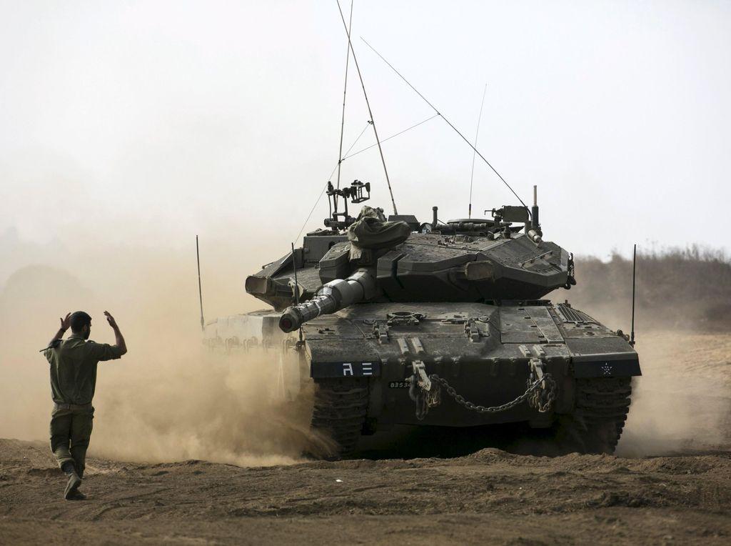 Balas Serangan Roket, Tank Israel Gempur Hamas di Gaza