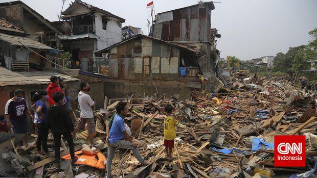 Kampung Pulo, Kampung Melayu, Jakarta Timur direlokasi demi normalisasi Ciliwung pada masa kepemimpinan Gubernur Basuki Tjahaja Purnama