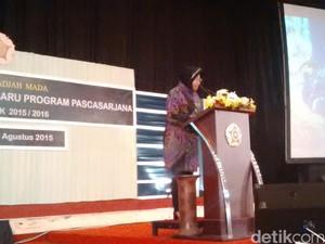 Di Depan Mahasiswa UGM, Risma Pamer Gadget yang Bisa Pantau Macet Surabaya