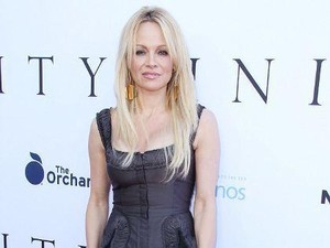 Wajah Tak Dikenali, Pamela Anderson Diduga Operasi Plastik