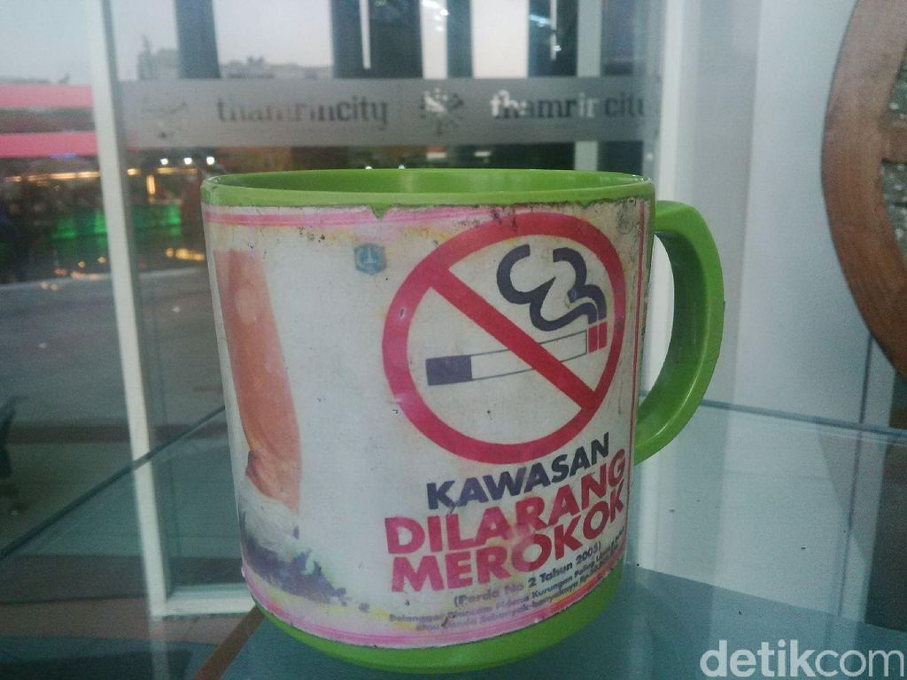 FAKTA: 60 Persen Mal di DKI Melanggar Larangan Merokok