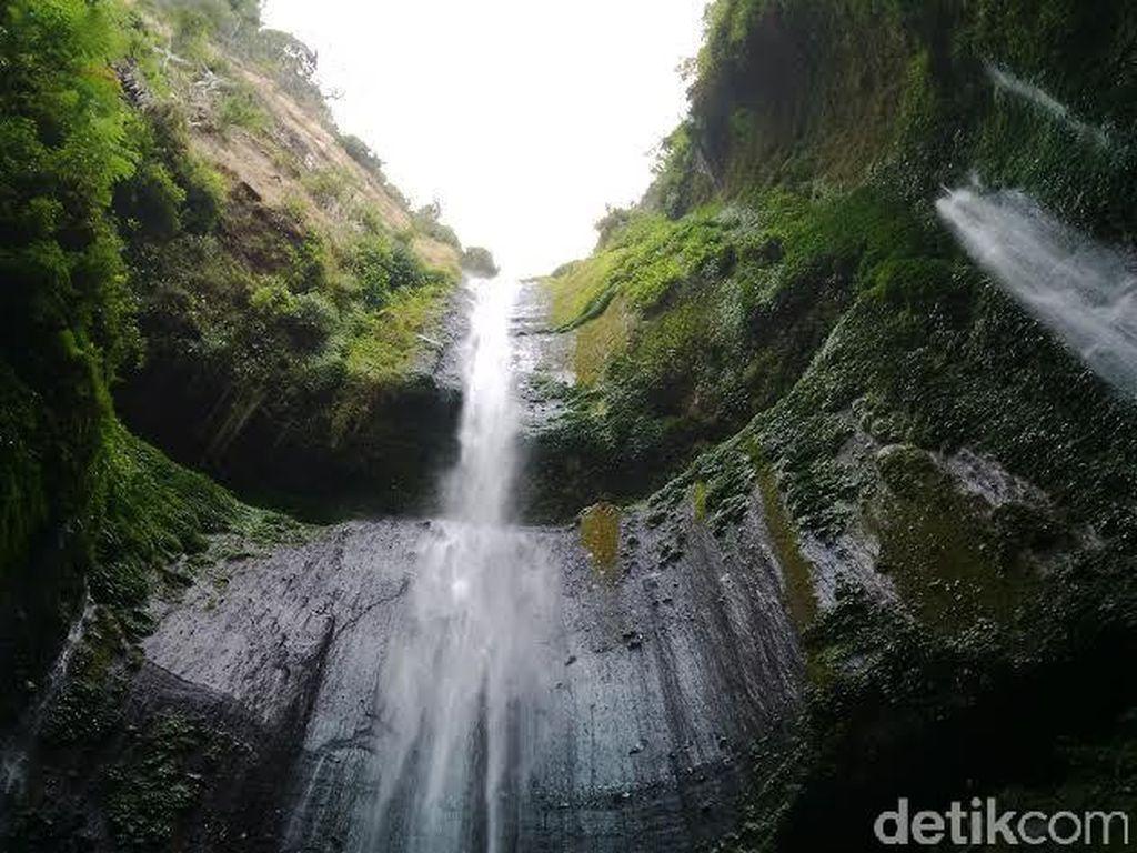 Air Terjun Tertinggi di Jawa Memesona Netizen Dunia