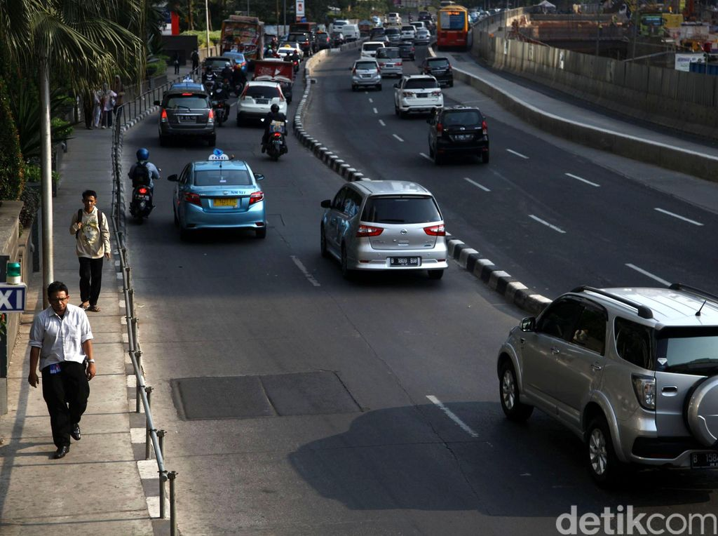 Sebagian Trotoar Sudirman-Thamrin Bakal Dibuat dari Kaca Transparan