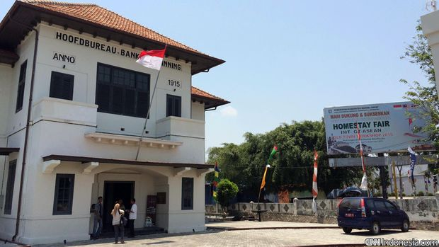 Museum Timah Indonesia Muntok merupakan gedung bekas kantor pusat perusahaan tambang timah Banka Tinwinning yang kini dikenal sebagai PT Timah Tbk.
