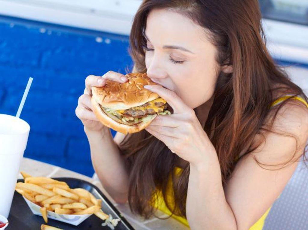 Hati-hati, Kebanyakan Makan Lemak Bisa Ganggu Keseimbangan Hormon Wanita