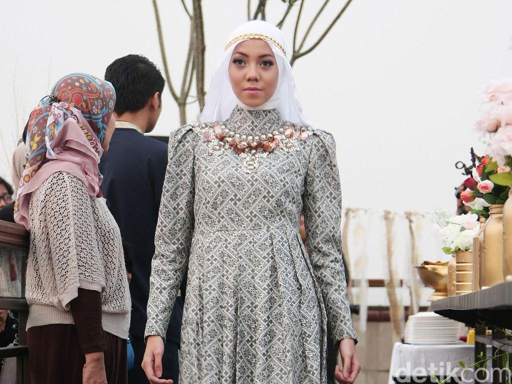 Saran Barli Asmara untuk Hijabers yang Ingin Berbusana Glamour di Hari Raya